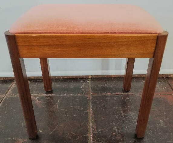 Stag Meredew Furniture Company mahogany vanity bench with pink velveteen upholstered seat.